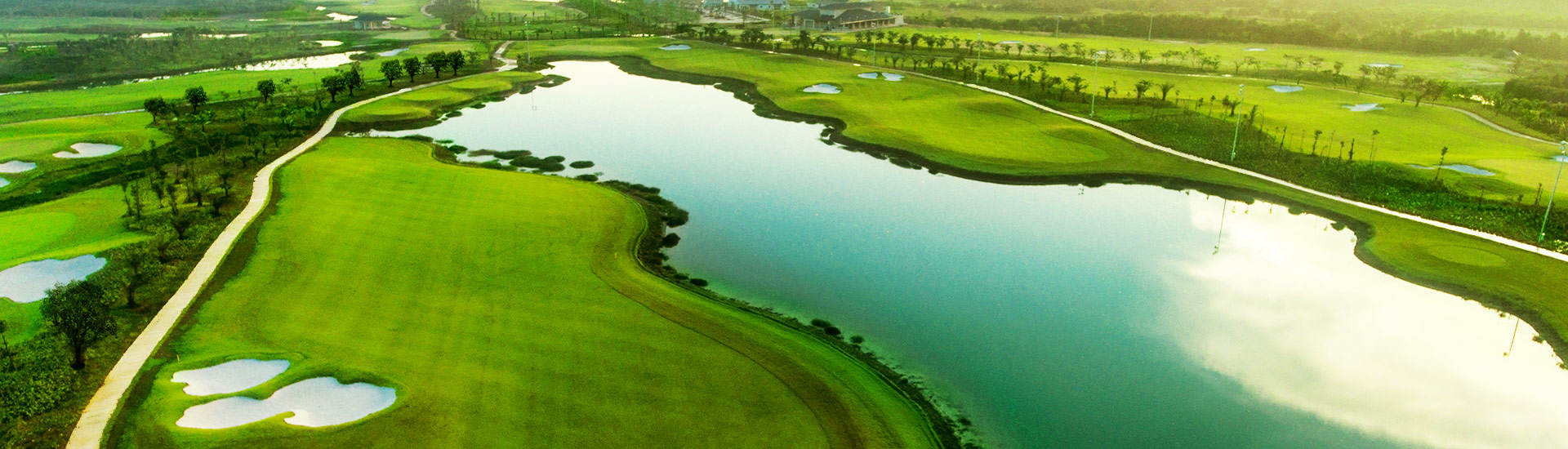 Sân Golf West Lakes Golf & Villas